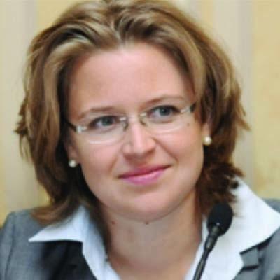 Dr. Christiane  Schloderer